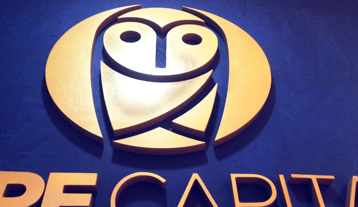 Brandeo logotipo corporeo 3d core capital lima peru oficina brandeada