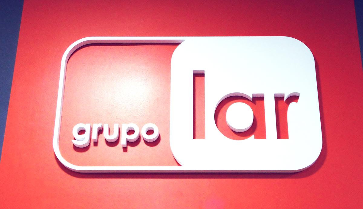 Grupo Lar Elant logotipo corporeo 3D brandeo de oficina caseta de ventas lima peru