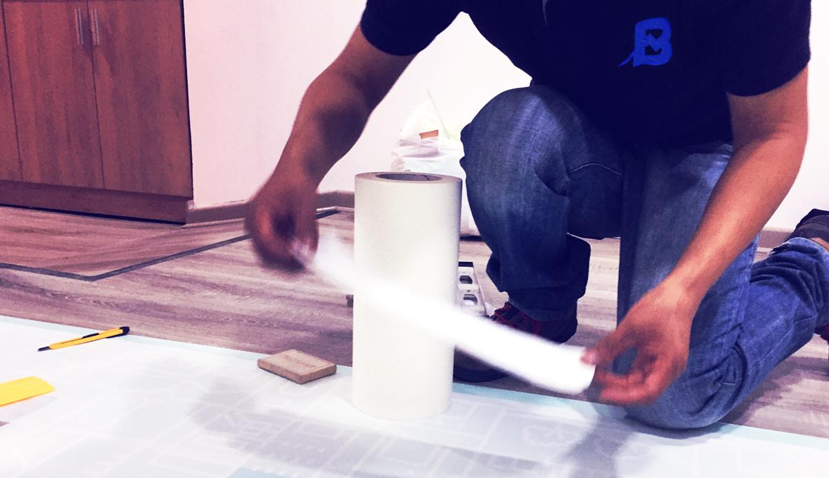 Grupo Lar Proyecto Eres Brandeo de caseta de ventas vinilo arenado instalacion