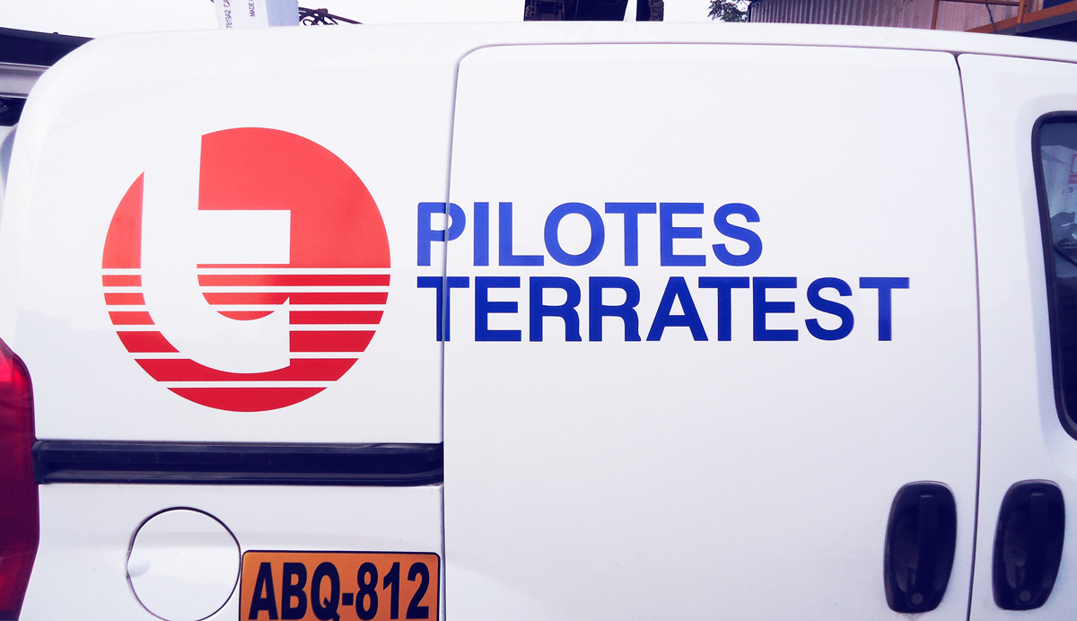 Pilotes terratest Brandeo vehicular rotulacion vehicular publicidad vehicular ploteo vehicular lima peru